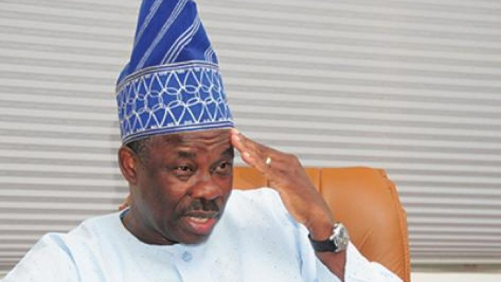 You are a liar – APC slams Amosun as gov removes Akinlade's posters