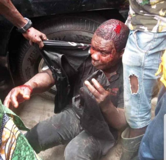 Mob lynch police officer who killed pregnant tailor in Lagos