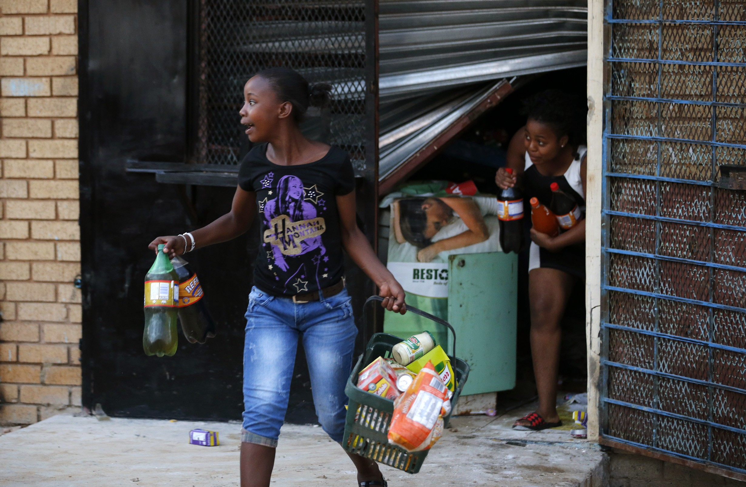 Looting in South Africa continues despite arrest of 497 suspects