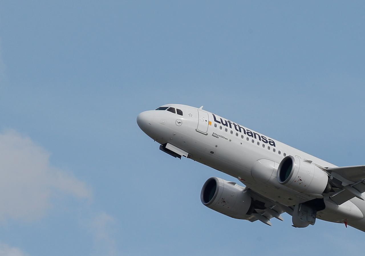 Major airlines cancel flights to Iran, Iraq