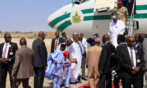 Video: Residents boo Buhari as he visits Maiduguri