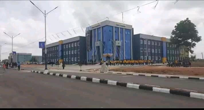 Oyakhilome donates N1b building to BIU