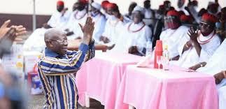 Video: Oshiomhole turns prayer warrior over Obaseki