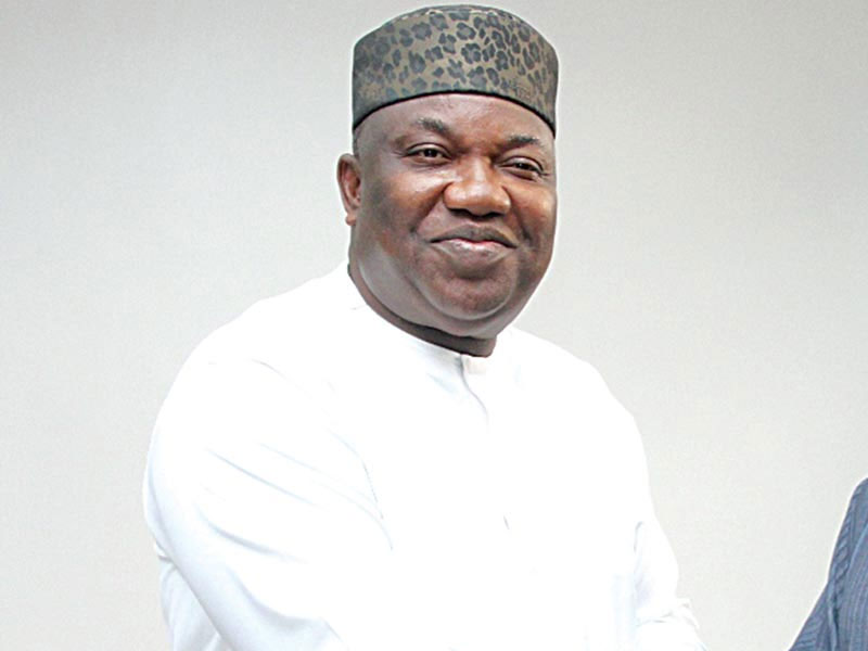 Drama as Ugwuanyi addresses thugs, walks out on #Endsars protesters in Enugu