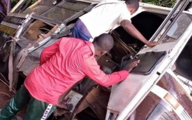 Bus rams into school bus, kills 21 in Enugu