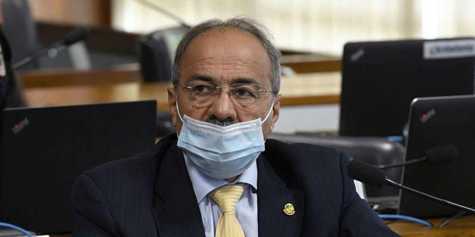 Brazilian senator caught hiding money between buttocks