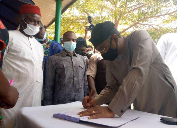 Gbajabiamila meets with newspaper vendors in Abuja, to honour late Okereke on Tuesday
